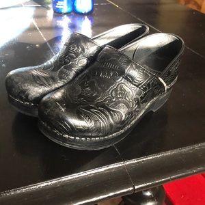 Dansko Tooled Leather Size 36